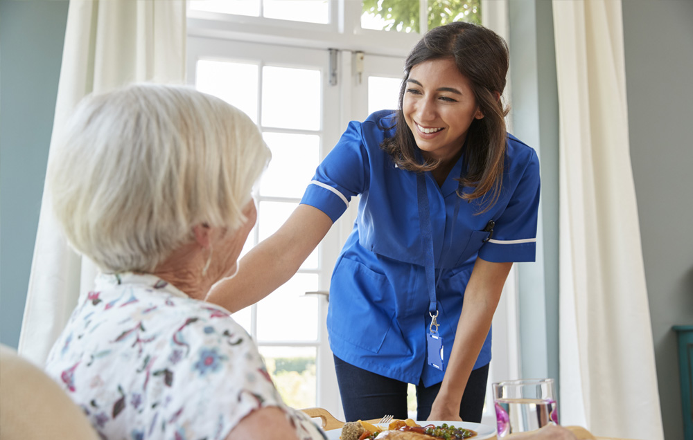 nurse checking up on her elderly patient at her house | Nursing Oversight| Miami FL 33165 | call 305-520-5585